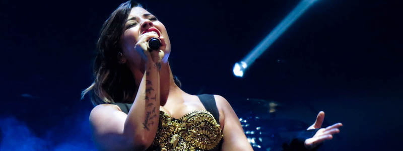 Demi Lovato, Jennifer Linnea