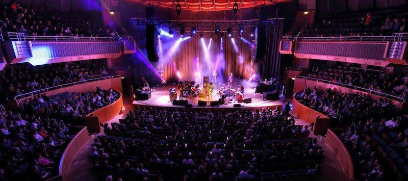 Michael Kiwanuka performs at Dusseldorf's Tonhalle at New Fall 2017