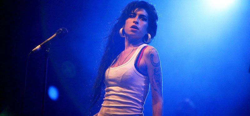 Amy Winehouse performs in France in 2007
