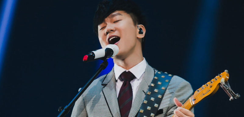 JJ Lin performs at the 12th KKBOX Music Awards in 2017