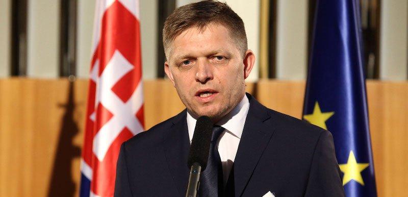 Smer–SD leader Robert Fico is under fire for supporting extremist ex-MP Milan Mazurek