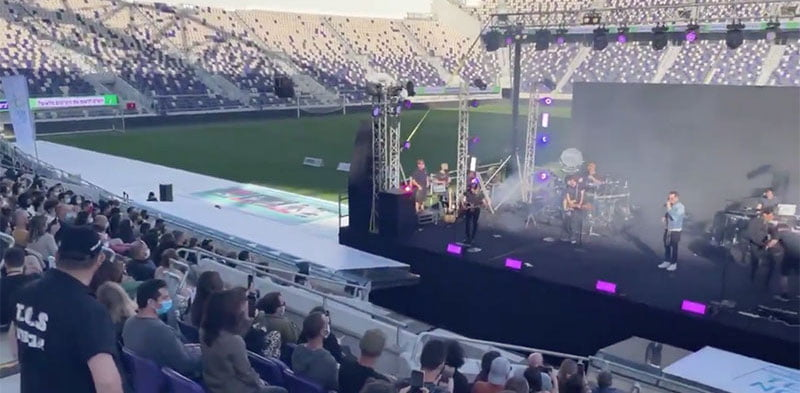 Ivri Lider played to 500 provably vaccinated fans