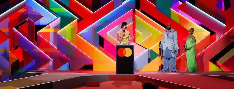 Dua Lipa collects award