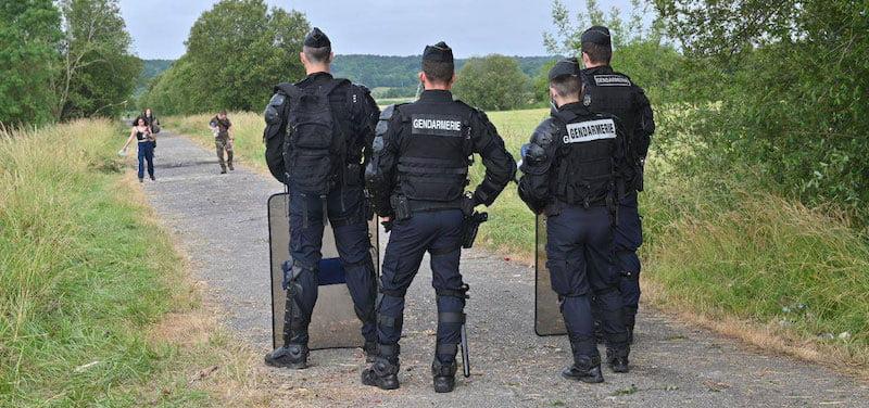 Gendarmes clear the teknival site in Redon